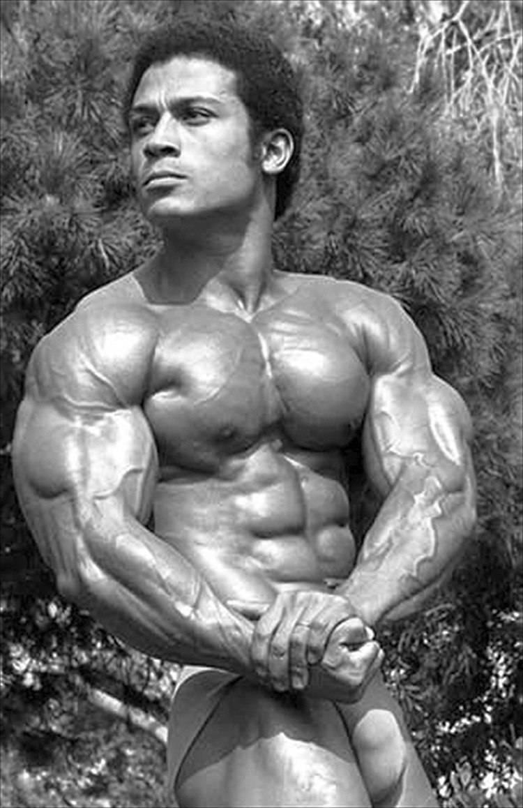 hot-legendary-bodybuilder-mohamed-makkawy-007