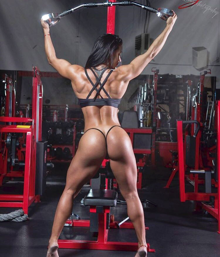 Topless female bodybuilder with amazing physique in the gym - 4 7