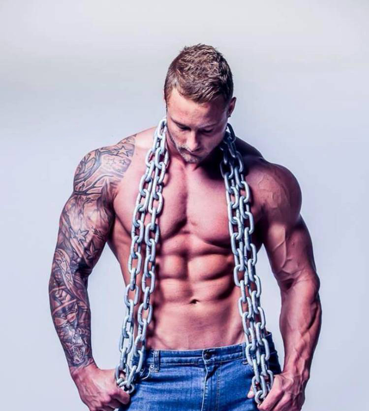Zac Smith flexing abs
