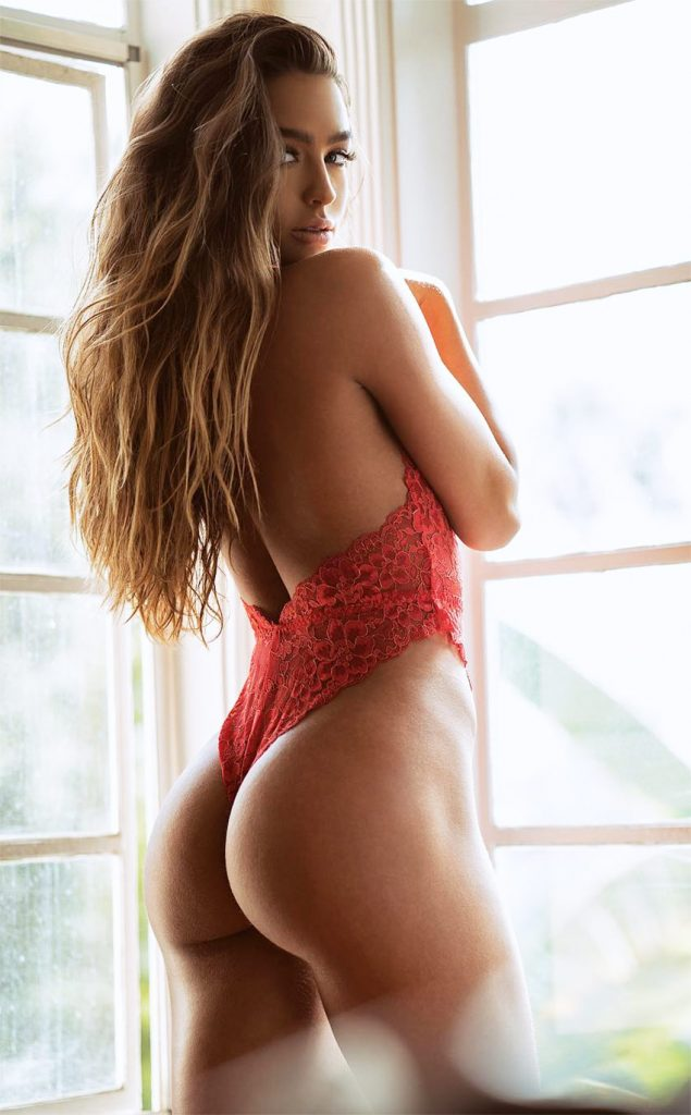 Sommer Ray - Age | Height | Weight | Bust & Hip ...