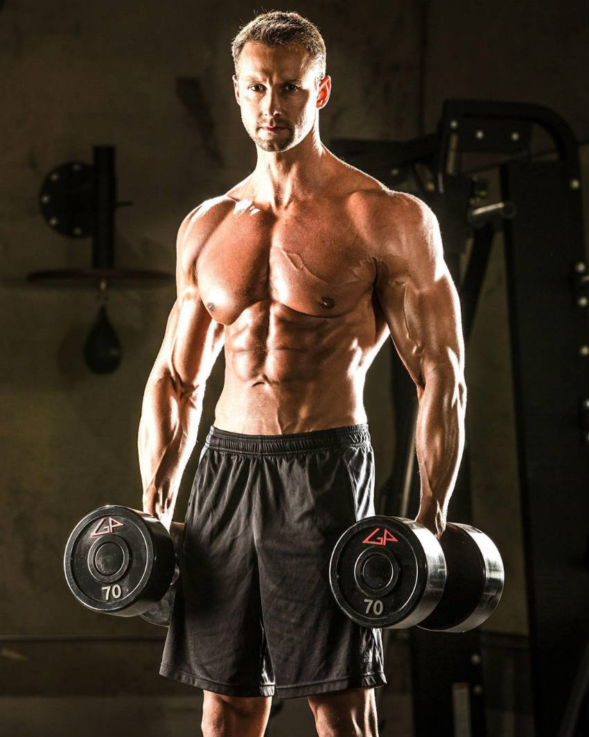 matus valent with dumbbells