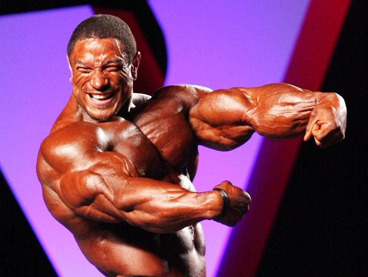 Roelly Winklaar flexing his arms at the 2010 New York Pro, where he placed 1st and earned his Pro Card.