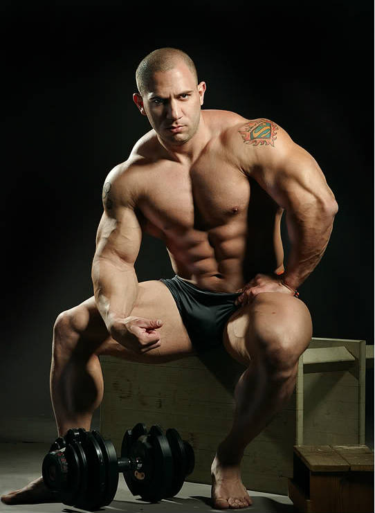 amit sapir with dumbbell
