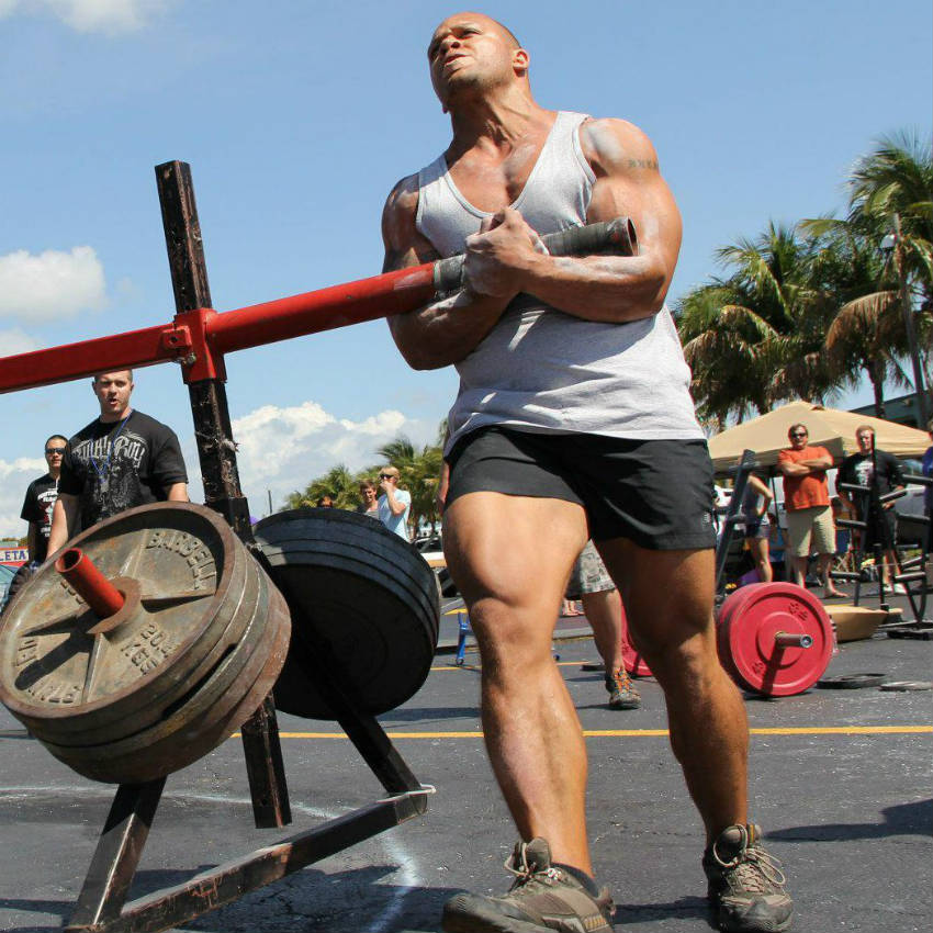 elliott hulse lifting at a strongman event