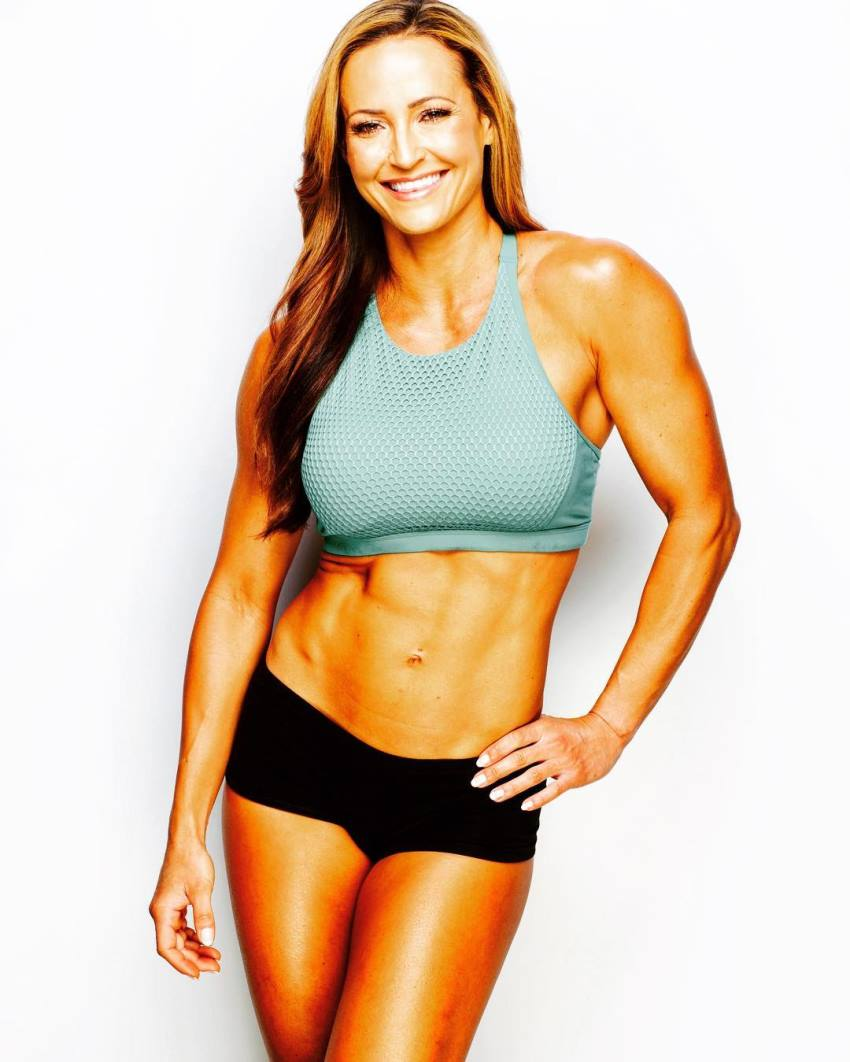 Erin Stern profile picture in which she smiles and has one hand on her hip, while showing her amazing tone and lean abs, arms, and legs