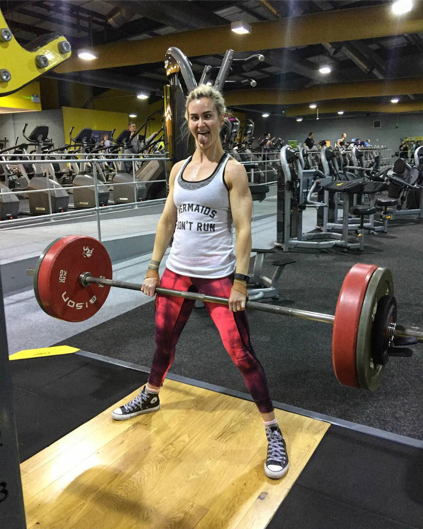 lucy sewell with barbell