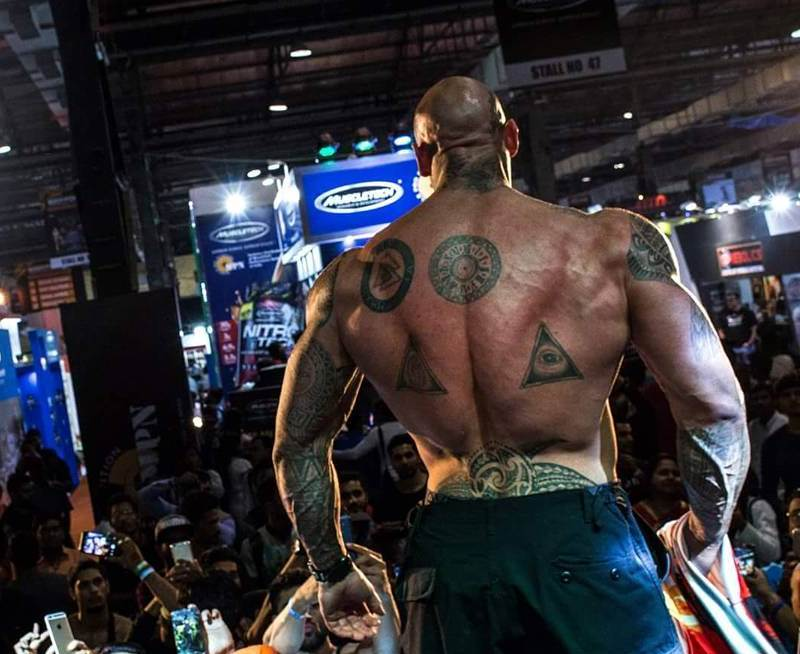 martyn ford in front of the crowd and his back muscles