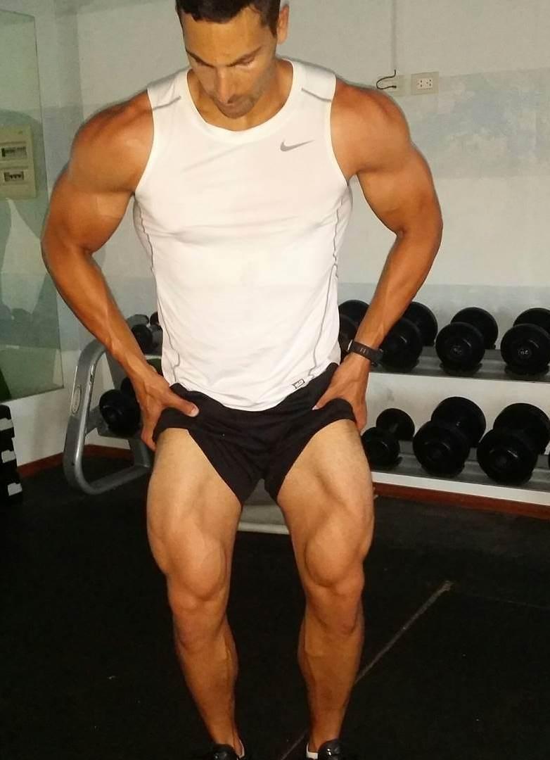 mike raso flexing legs