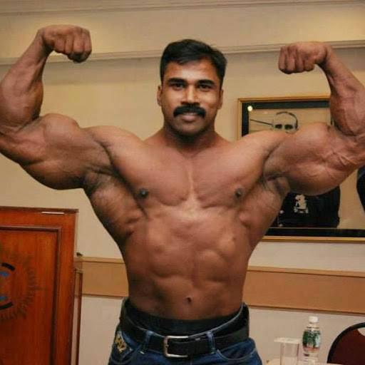 murli kumar flexing biceps