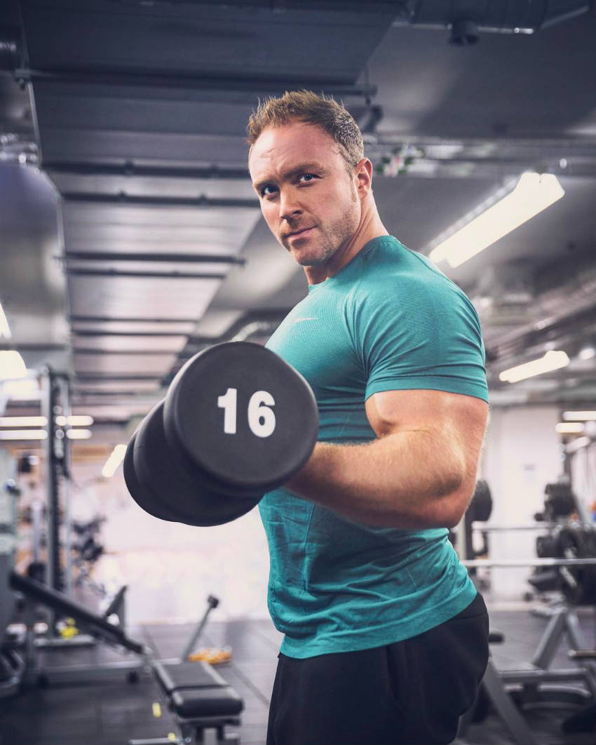 tom brazier curling dumbbell