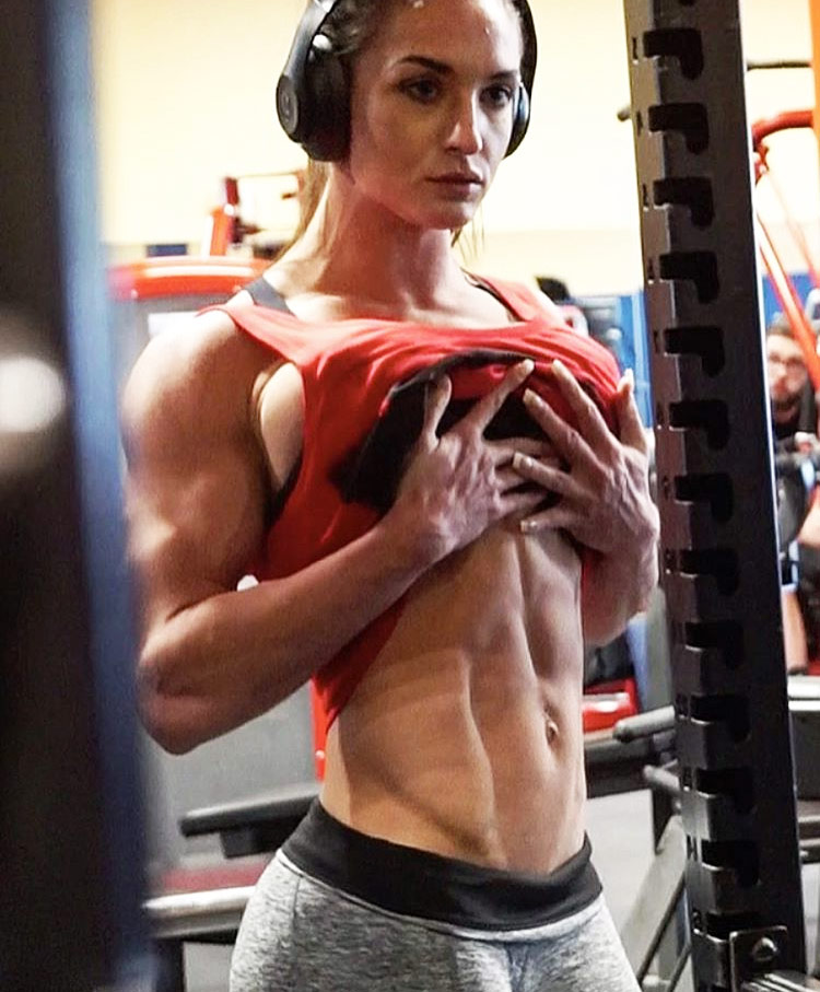 Emeri Connery displaying her shredded abs in the gym during a training session and photoshoot.