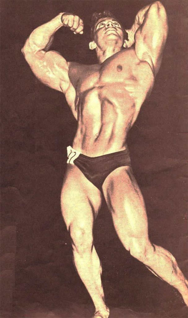 Freddy-Ortiz-posing-on-stage-showing-his-muscularity-as-a-bodybuilder