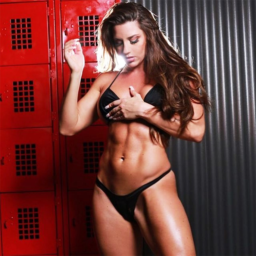 Jessica-Kiernan-showing-her-abs-in-the-dressing-room