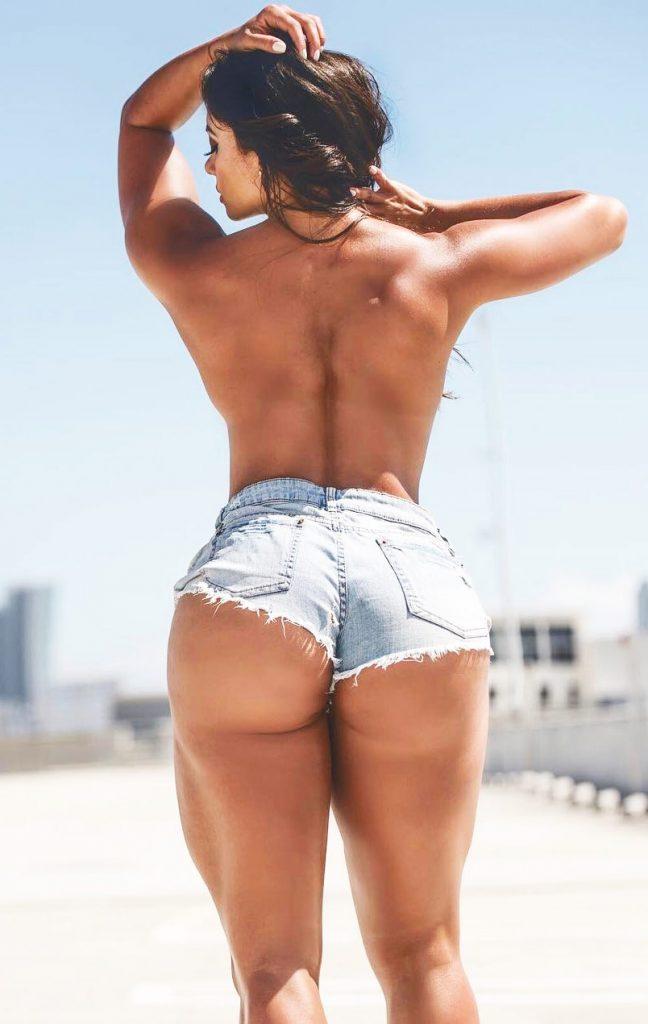 Maria-Villalba-showcasing-the-trademark-glutes-and-legs