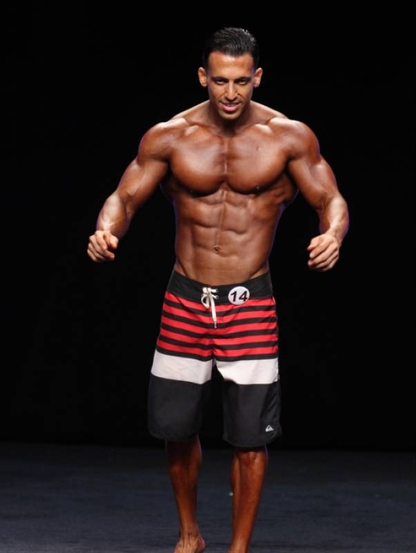 arya saffaie competing in black swim shorts