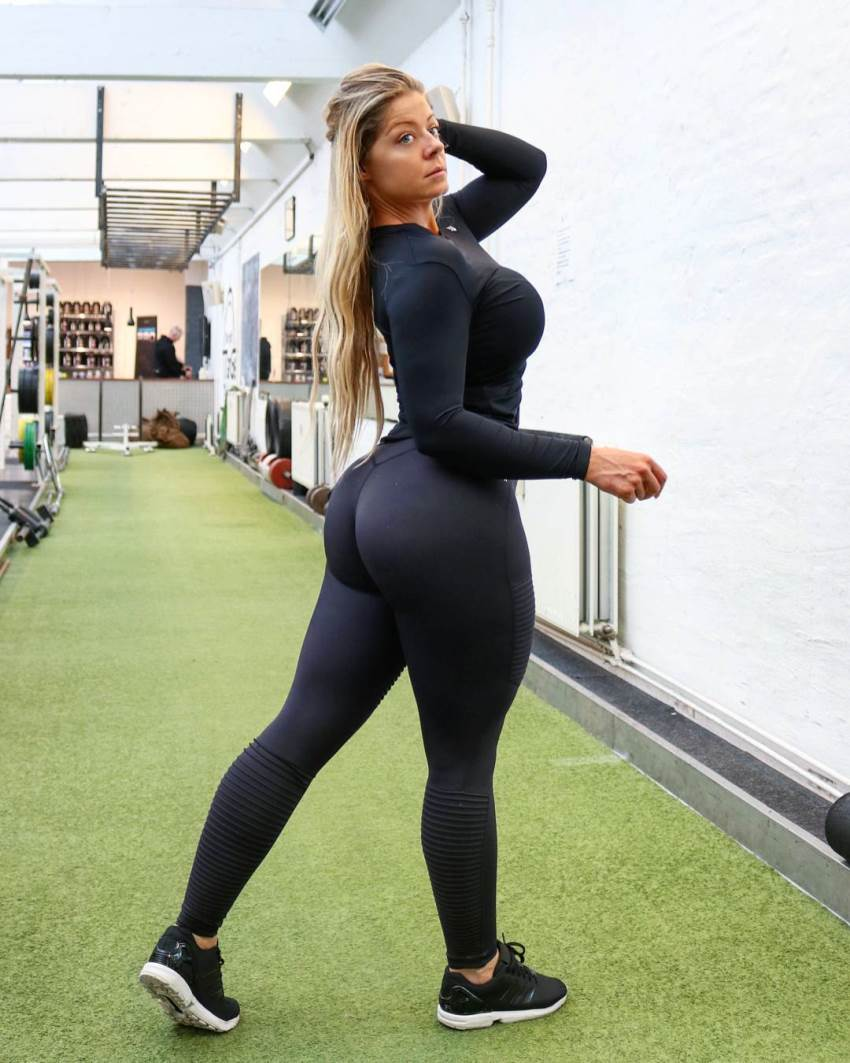 Mia Sand showing her glutes in a gym