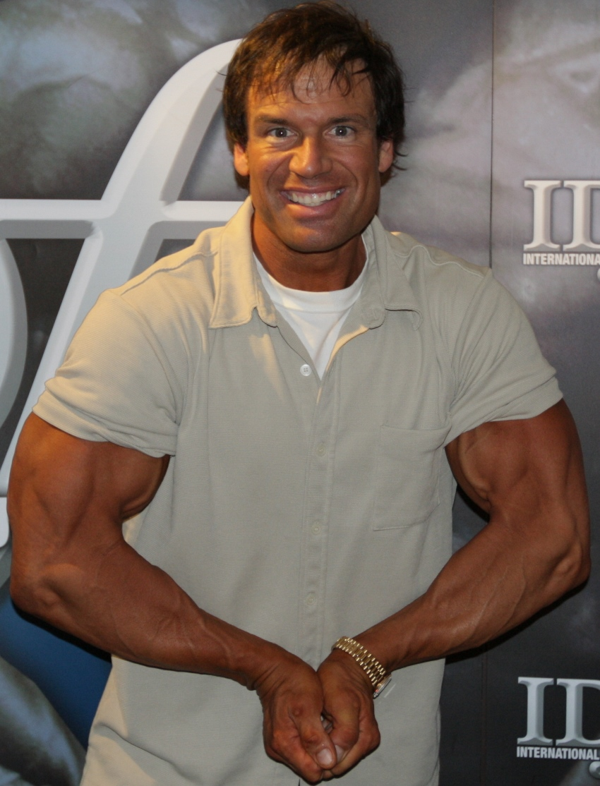 Profile picture of Rob Deluca, where he shows his arms in a most muscular pose while being in a t-shirt