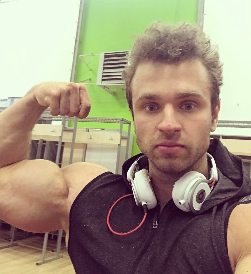 Vlad Lapshin flexing his biceps for a selfie