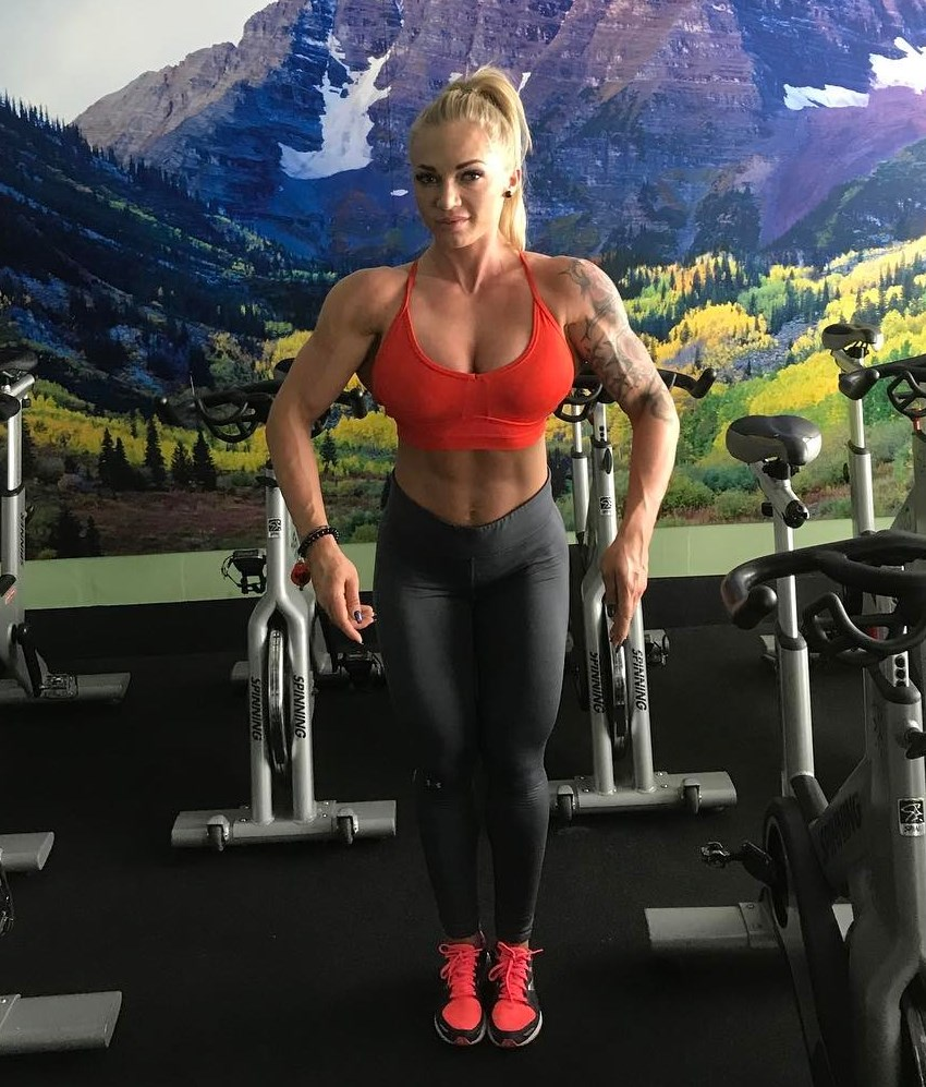 Alina Pettke spreading her lats in the gym, showing her developed and lean muscles