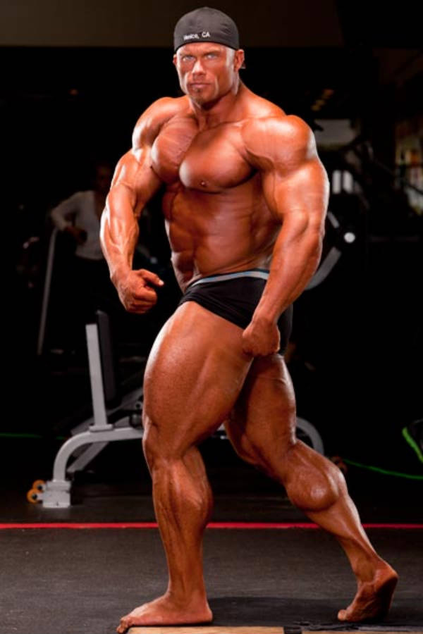 Ben Pakulski shows his full body, displaying his large quads and bulging chest