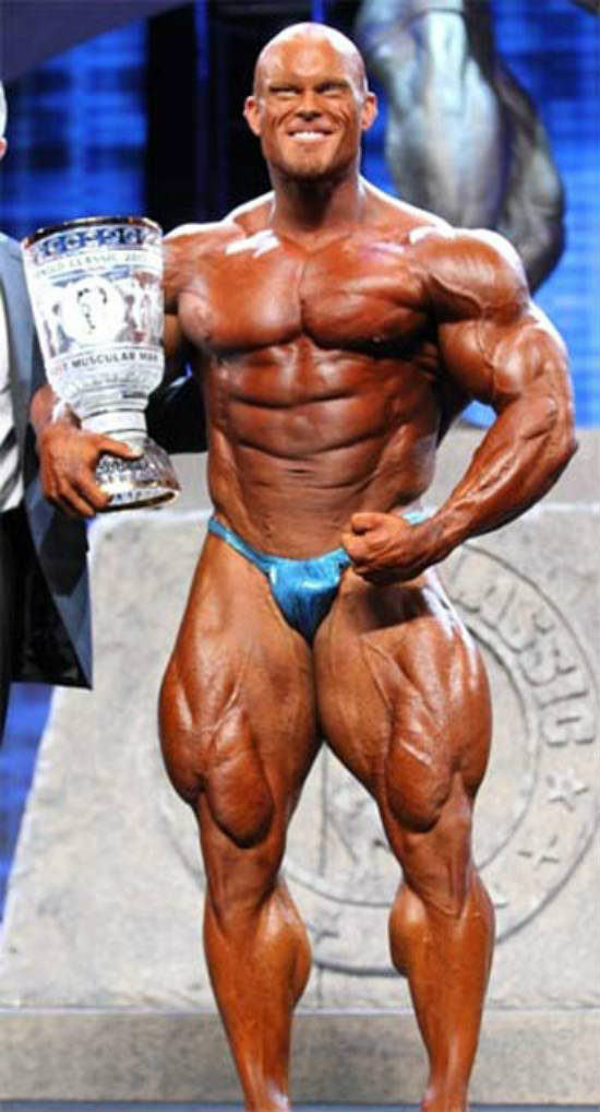 Ben Pakulski standing at the Arnold classic with a 4th place trophy