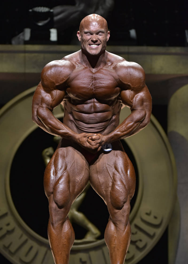Ben Pakulski competing at the arnold classic, showing his well-defined quads, abs, chest and arms