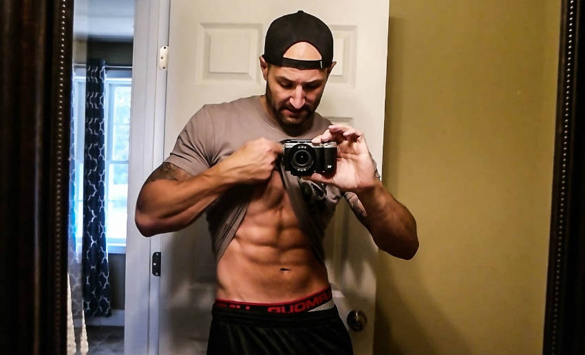Brandon Campbell showing his ripped abs in a self-taken image