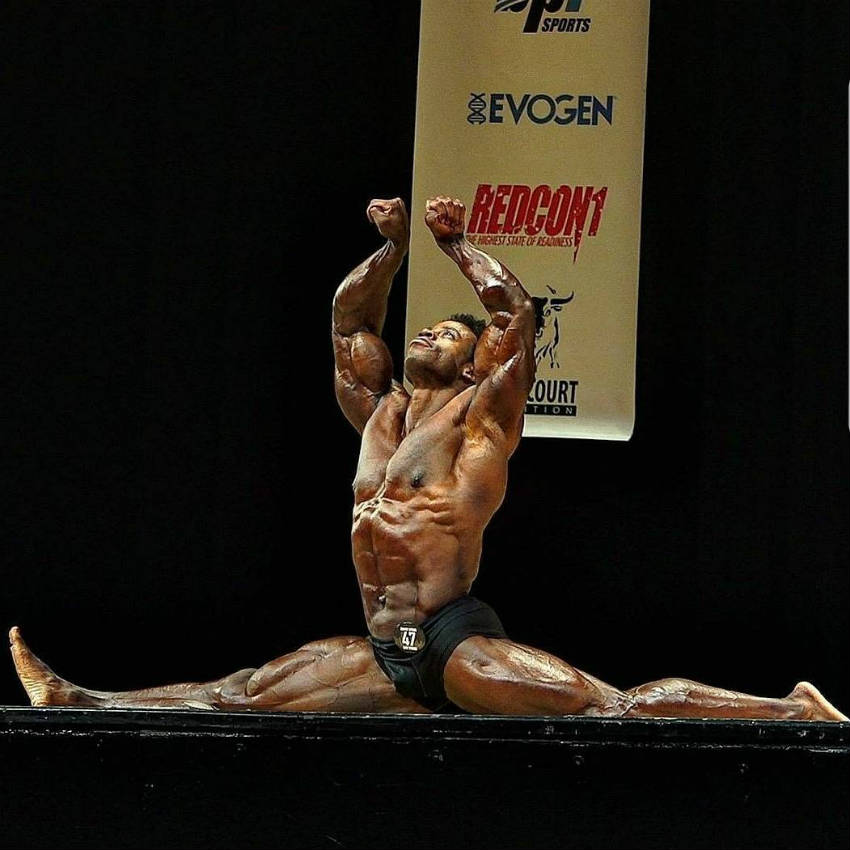 Breon Ansley in a full split position at the 2017 New York Pro