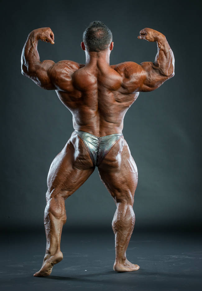 Jose Raymond showing his back profile, flexing his back and shoulder muscles