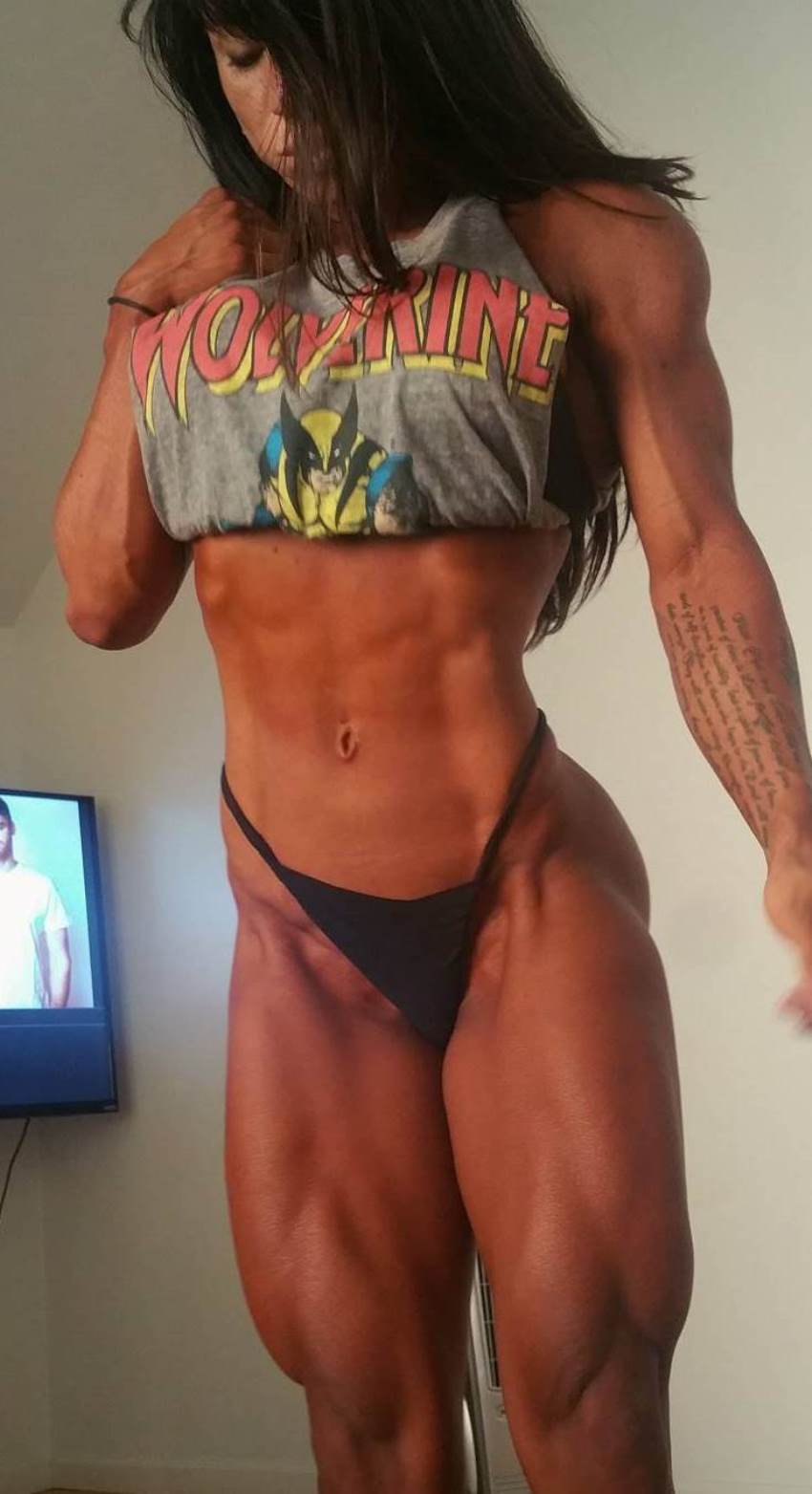 Rachelle Carter revealing her lean abs and legs