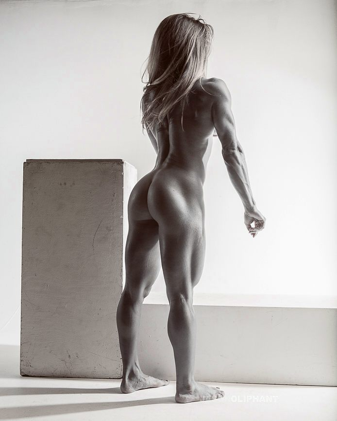 Rachelle Carter naked from the back, displaying her statuesque physique
