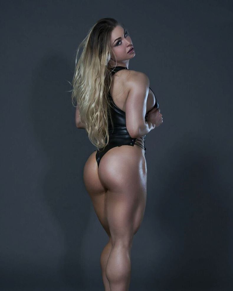 Syleena Adams showing her incredible glutes and legs to the camera