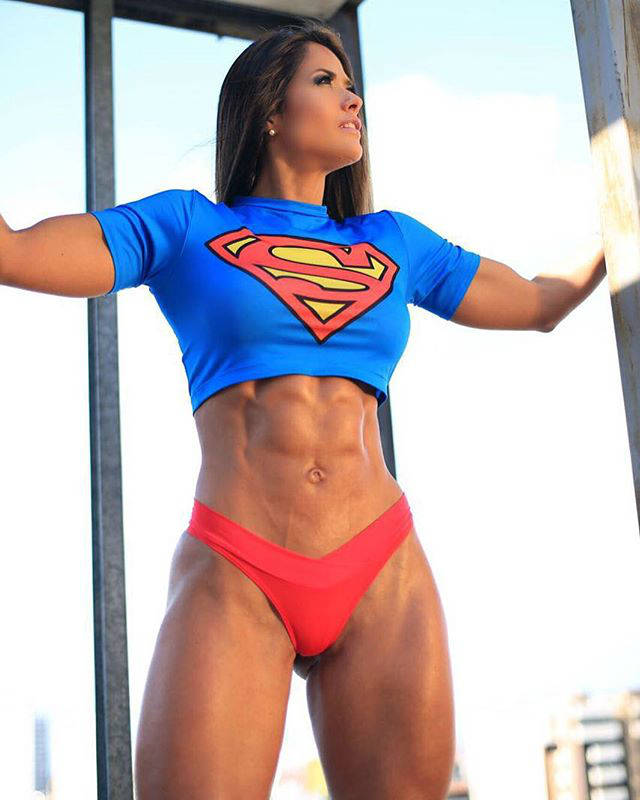 Tatiana Girardi showing her large abs and quads