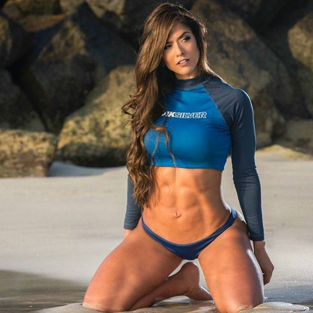 Tatiana Girardi showing off her ripped abs and toned glutes on the beach