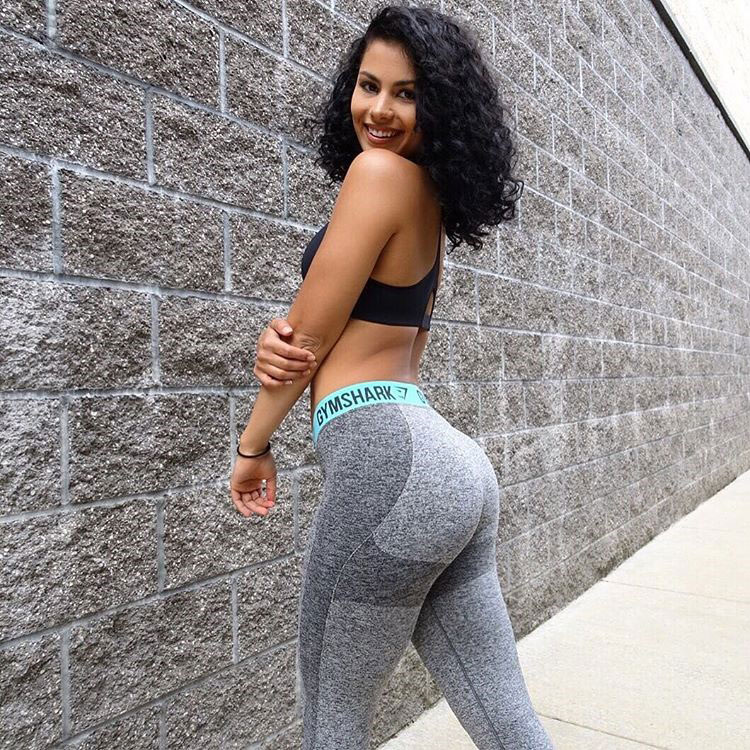 Jade Ramey showing off her glutes wearing gym clothes