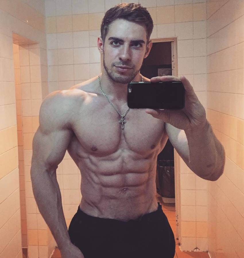 Nikolay Kuleshov taking a selfie of his aesthetic and lean physique