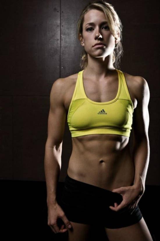 Rachel Elizabeth Murrayin gym gear, showing her toned abs and arms