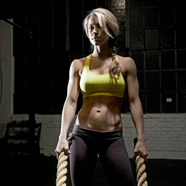 Rachel Elizabeth Murray holding two thick ropes, showing her toned abs and arms