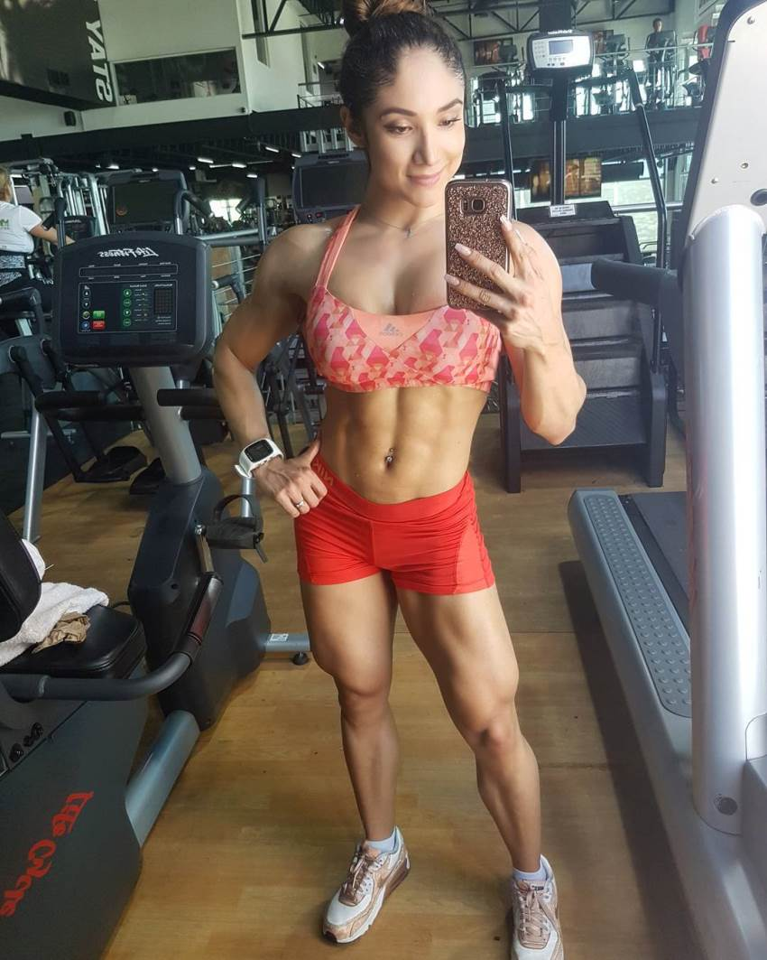 Sandra Grajales taking a selfie of her fit body in the gym