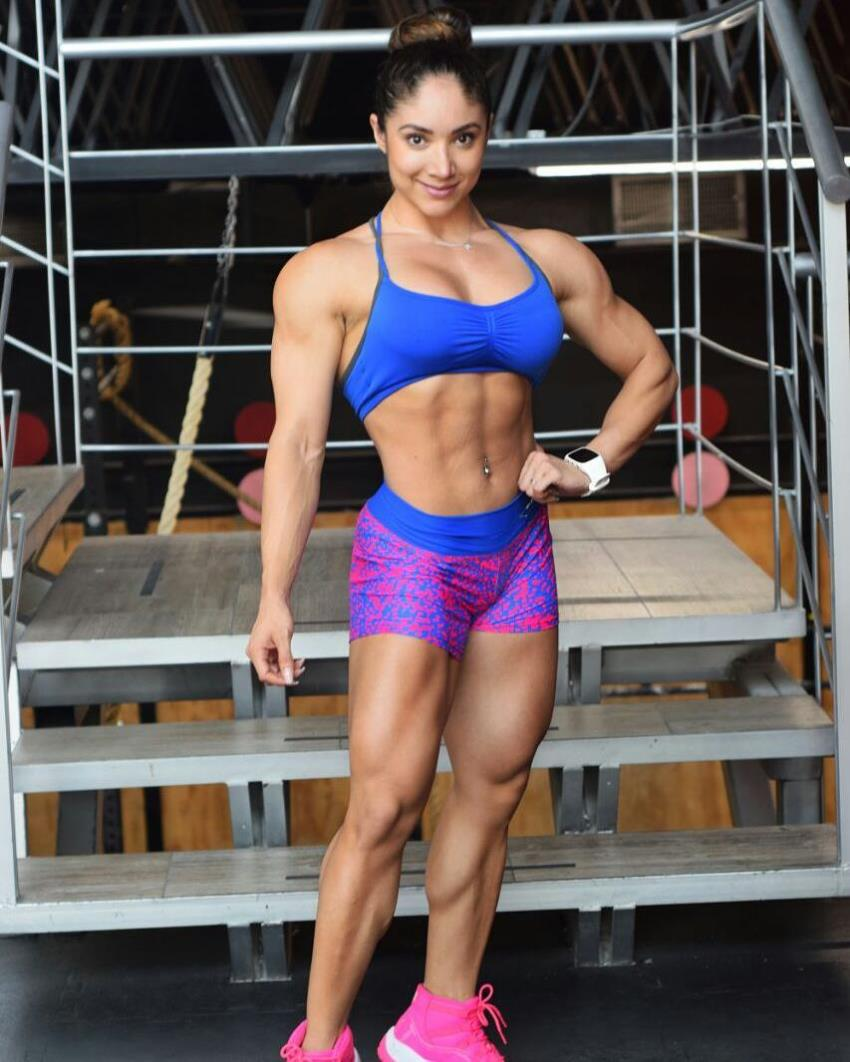 Sandra Grajales posing in a fit sportswear, looking lean and healthy