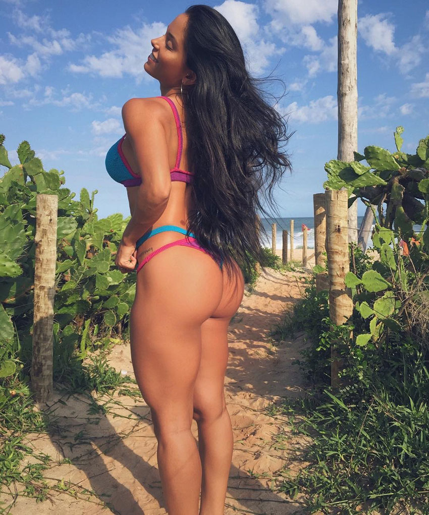 Thamires Hauch standing close to the beach showing off her large glutes
