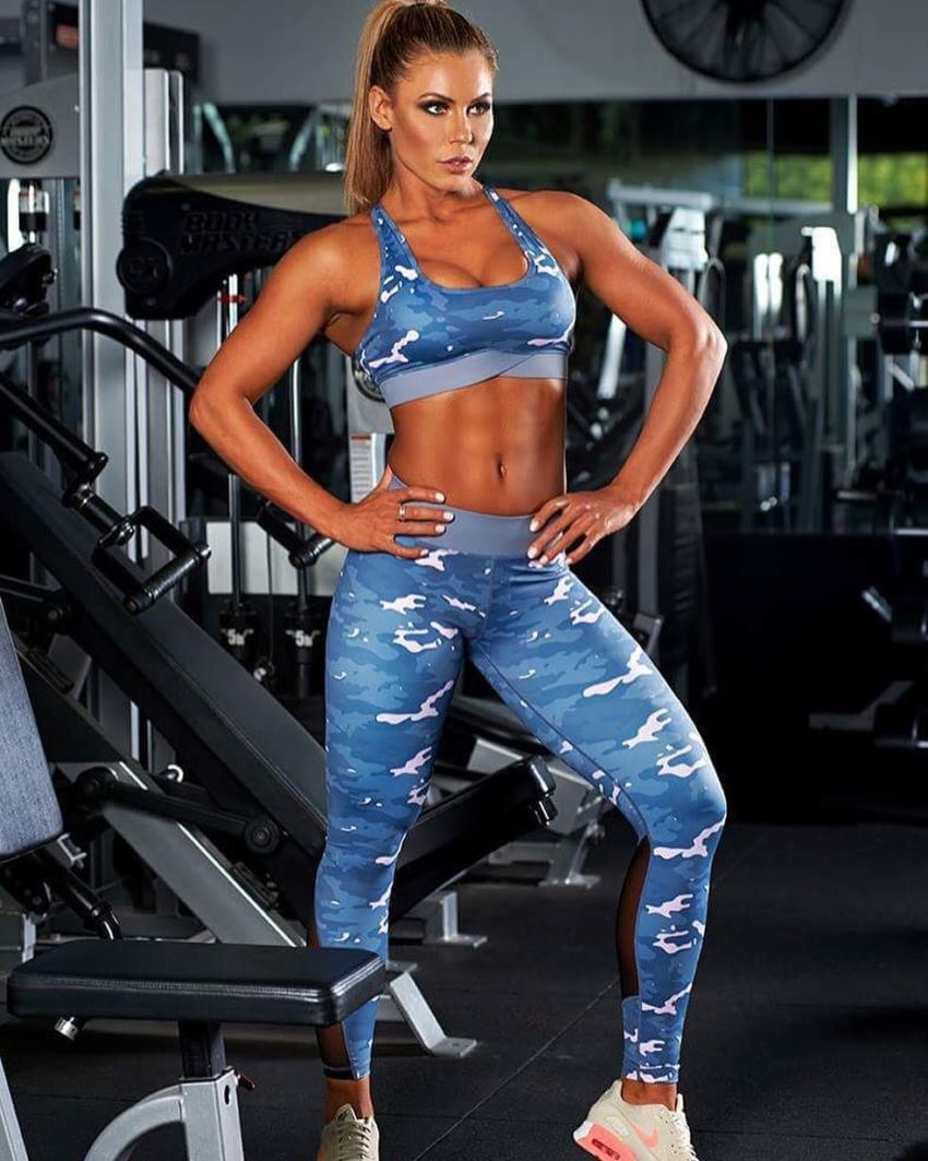 Lucinda Keily wearing blue navy camouflaged leggings and sportsbra in the gym, looking fit and aesthetic