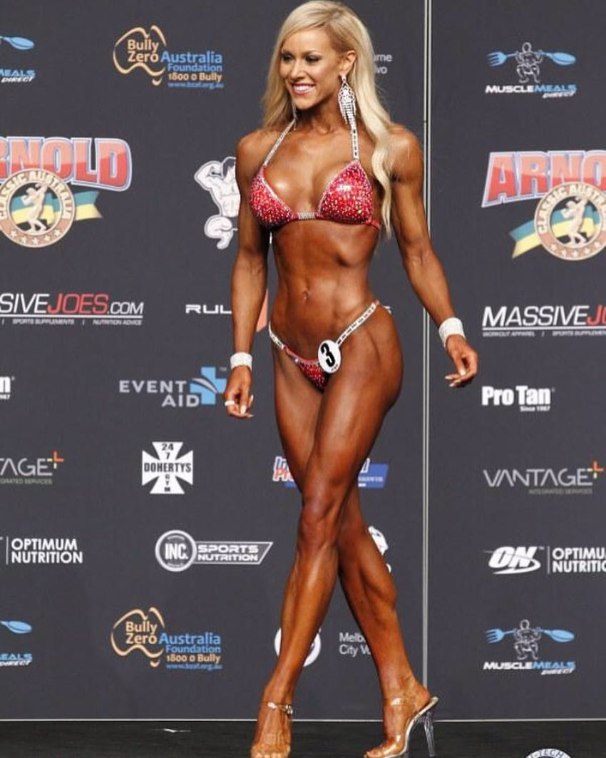 Sara Back walking onto the bikini stage, looking conditioned and aesthetic