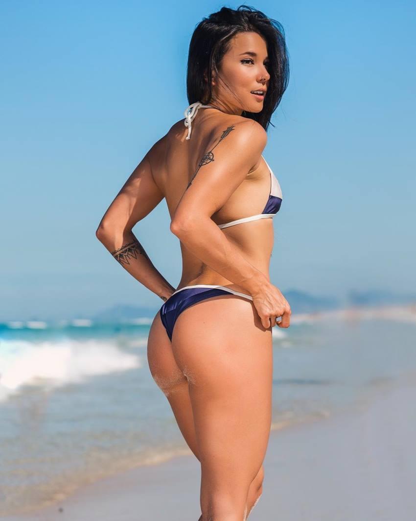 Tabata Chang enjoying the sunny day on the beach in a bikini