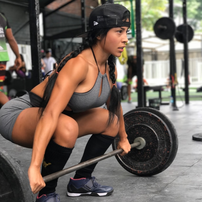 Alejandra Gil doing deadlifts during CrossFit training