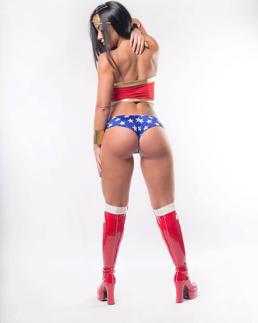 Alysia Macedo dressed as Wonder Woman showing off her glutes.