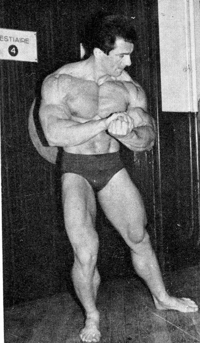 Bob Gajda on the stage in a most muscular pose