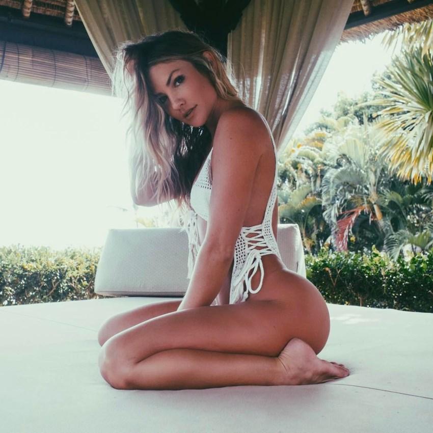 Cassandre Davis doing her fitness model photo shoot