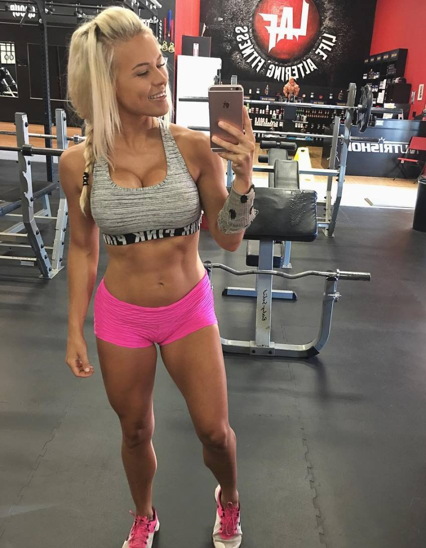 Jen Heward taking a selfie of her fit physique