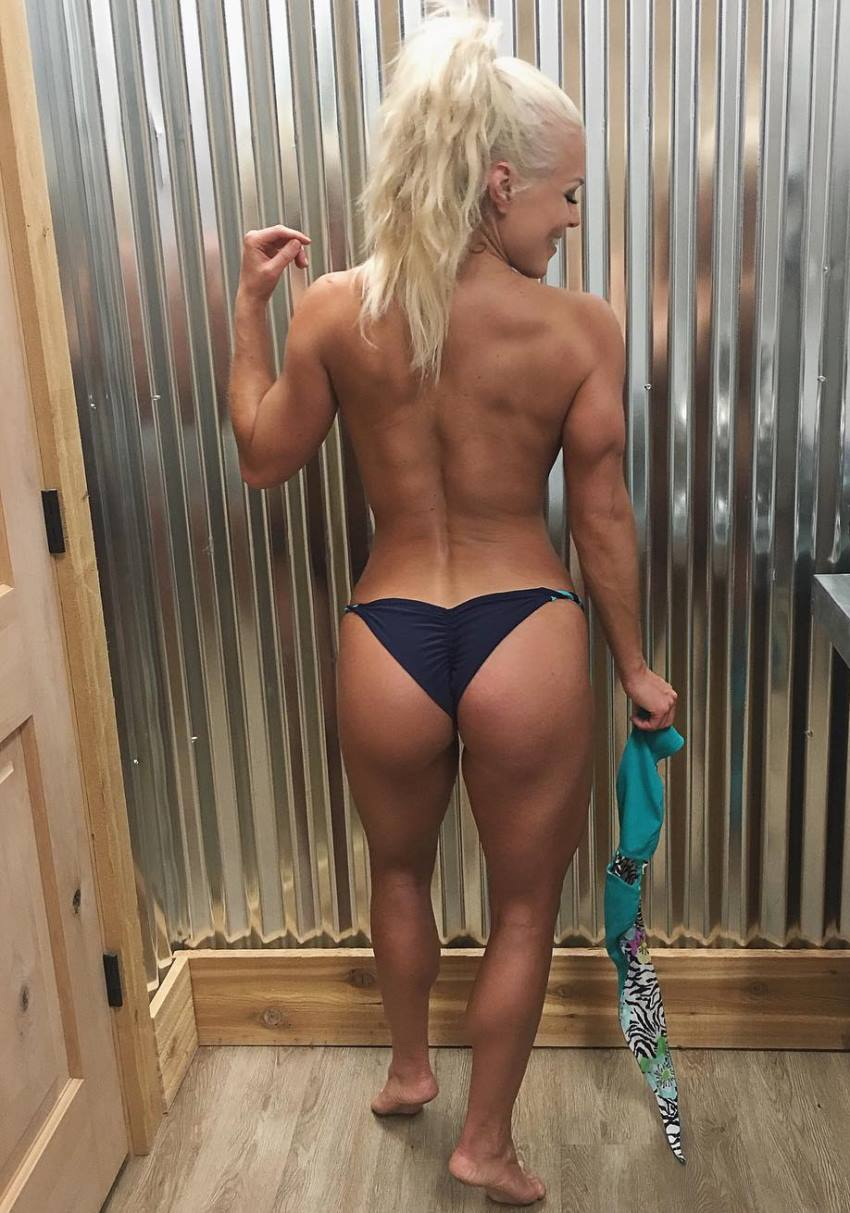 Jen Heward showing her aesthetic and muscular back